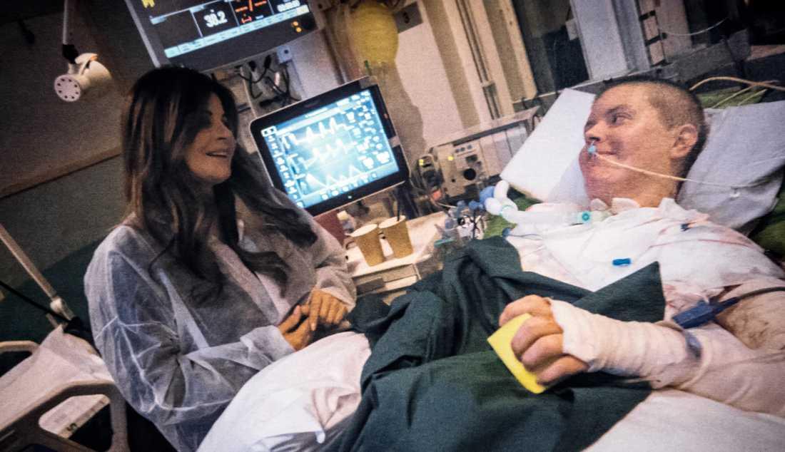 En bild från Carolas första besök hos Emma, taget av personal på Akademiska sjukhuset.