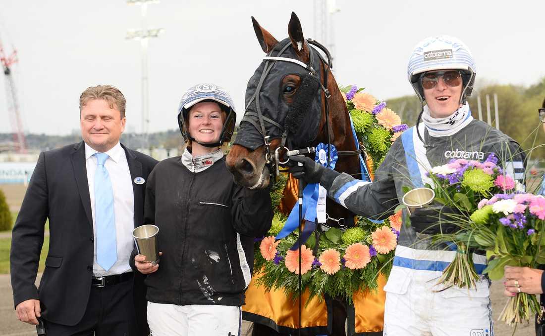 Här firas segern i Kungapokalen på Åby 13 maj. Christofer Eriksson körde vid segern, precis som i Sprintermästaren.