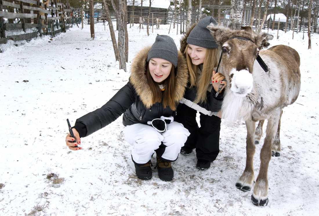 Lily och Tova passade på att ta en selfie.