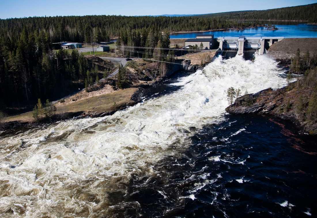 Vårflod i älven Hårkan i Jämtland