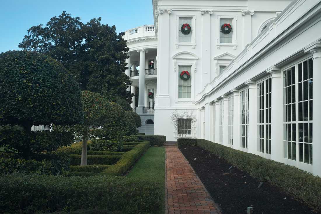 Foajén i östra flygeln av Vita Huset. Utanför syns Jackie Kennedy-trädgården där 14-årige sonen Barron bland annat brukar spela fotboll.