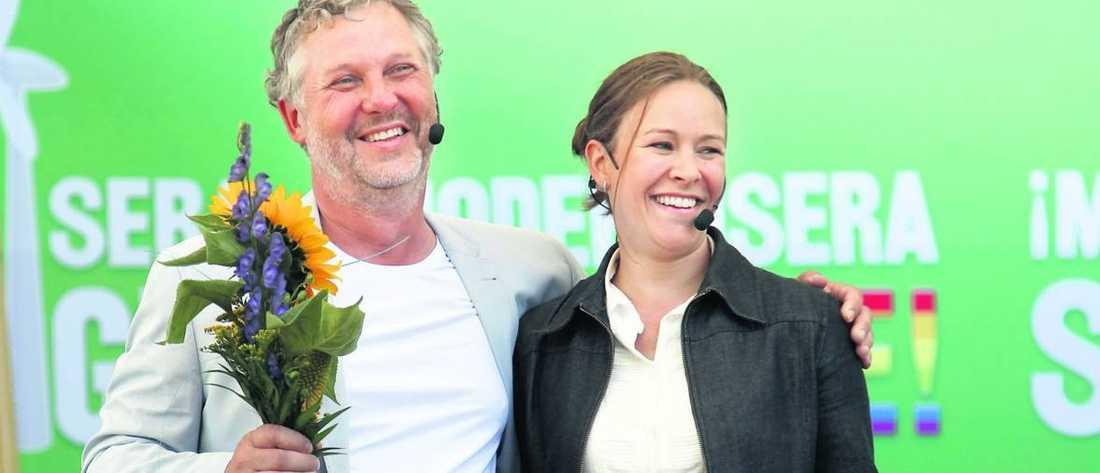 Miljöpartiets språkrör Peter Eriksson och Maria Wetterstrand plockar hem många plus.
