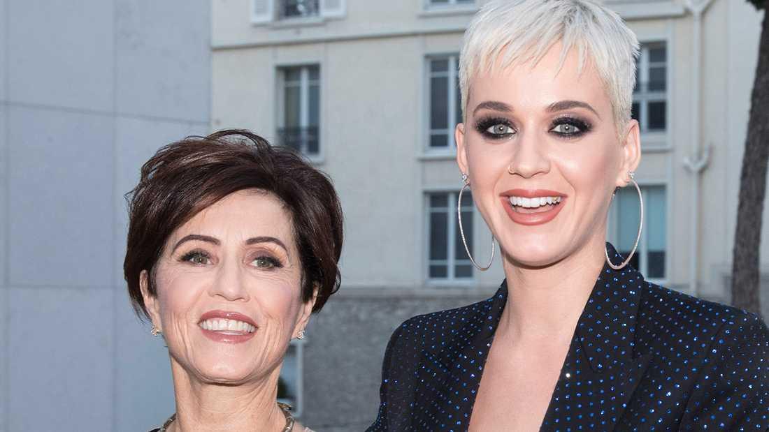 Katy Perry (till höger) med mamma Mary.