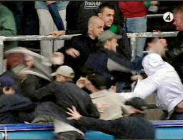 minuspoäng AIK-fansens agerande i går ska nu granskas av förbundets tävlingsutskott. Straffet för fansens attack mot Gais-klacken kan bli sex poängs avdrag för laget.