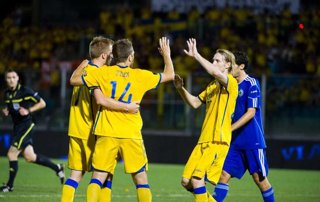 Bidrog till årets sämsta siffra Sverige var det mest betrodda laget av spelarna på tisdagens Europatipskupong. Nästan 7 000 spelare fick 13 rätt – vilket gav 458 kronor – årets sämsta siffra.