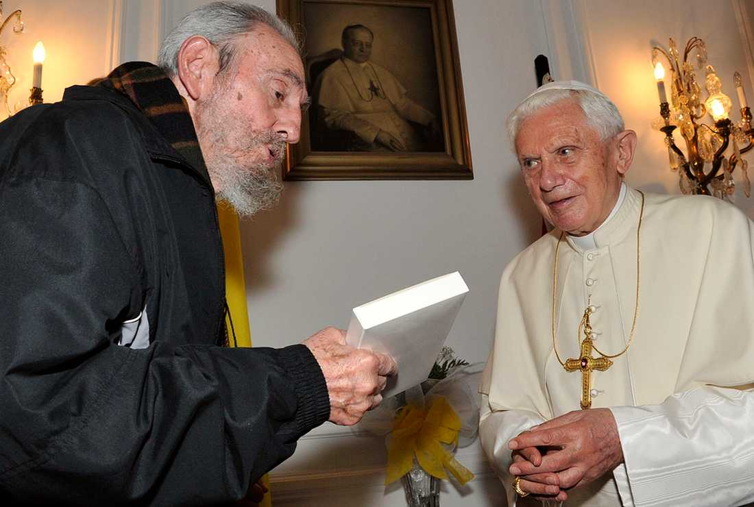 Påven träffar Fidel Castro.