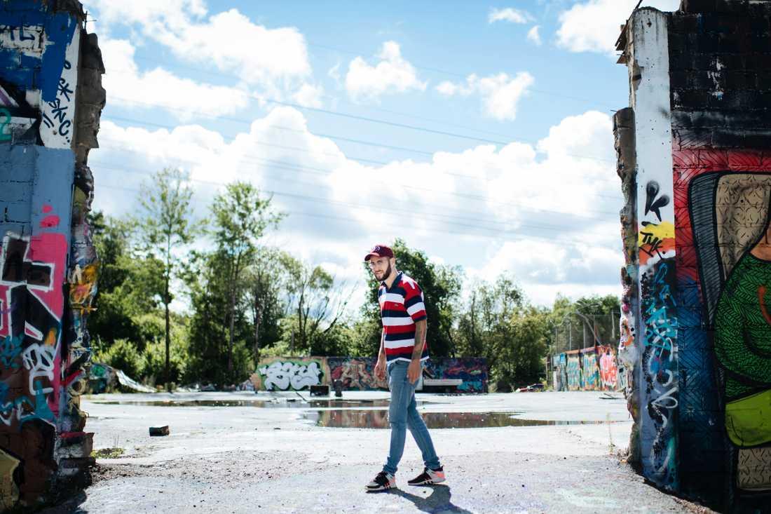I Stockholm fanns länge en nolltolerans mot graffiti, den slopades 2014 och sedan dess har intresset för konstformen ökat markant, säger Mikael Rickman. Snösätra har sedan dess blivit ett graffiticentrum, och med åren även ett populärt turistmål.