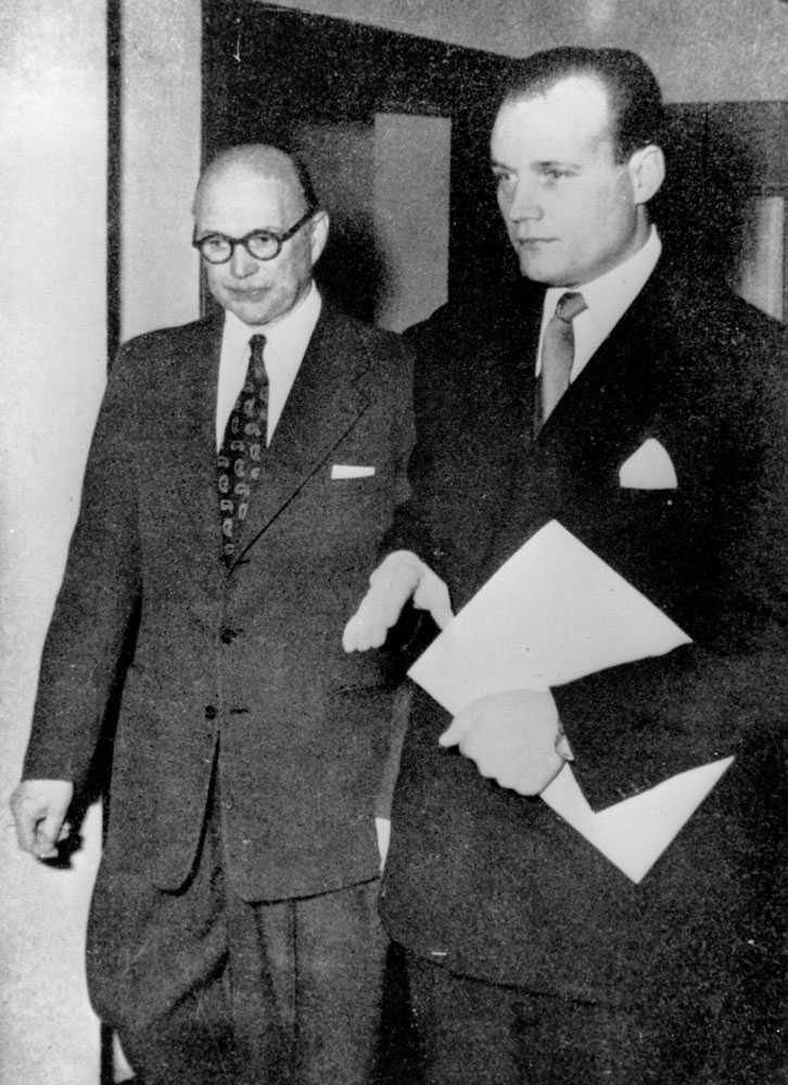 Det var i Haijby-affären som Hennings Sjöström blev ett känt namn. Sjöström försvarade Kurt Haijby, som dömdes till straffarbete för att ha utpressat Gustav V efter en påstådd kärleksrelation.