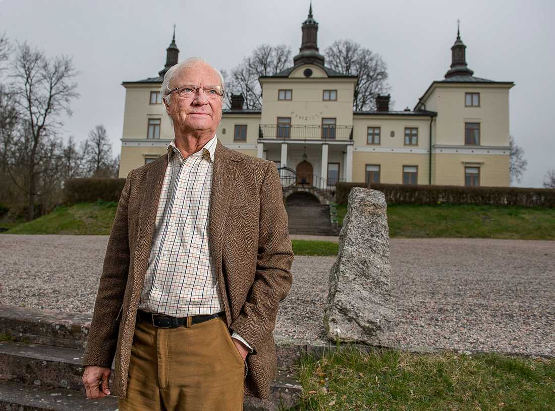 Kung Carl XVI Gustaf vid Stenhammars slott.