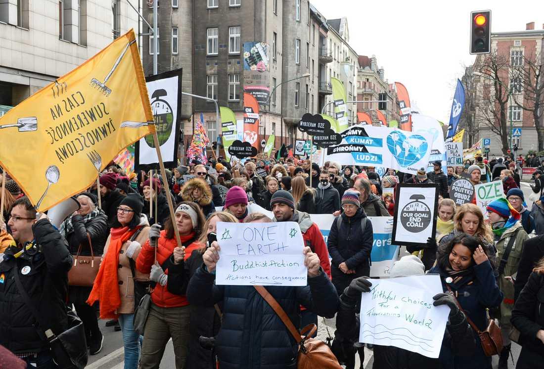 Klimataktivister protesterar i Polen.