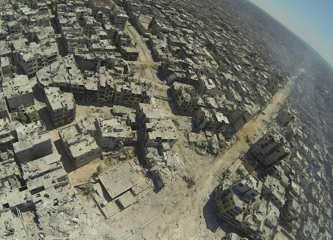 Flygfotot visar hela vidden av förstörelsen i syriska staden Homs.