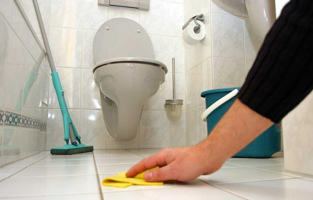 Kvinnor utför fortfarande största delen av allt hemarbete. RUT-företagen passar på att marknadsföra.