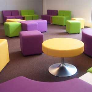 U-sit Byggbara soffmoduler som ligger helt rätt i tiden. Här kan man själv designa sin lobby.