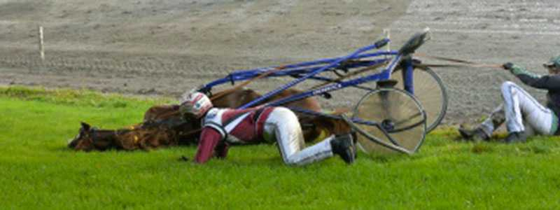 Skadade axeln. Kolgjini skadade sin axel i olyckan och ställde in resten av tävlingsdagen.