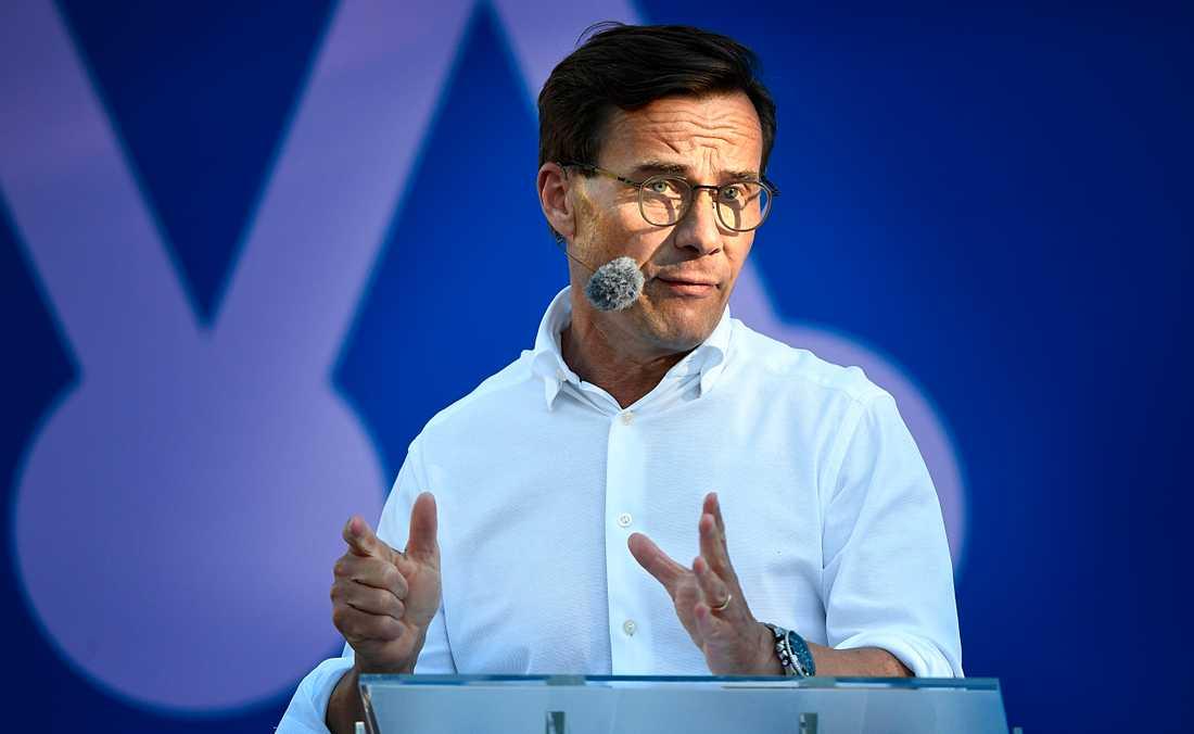 Moderatledaren menar att regeringen har förlorat kontrollen över Sveriges utveckling.