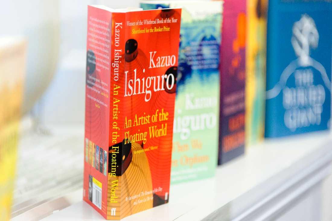 Några av författarens böcker.
