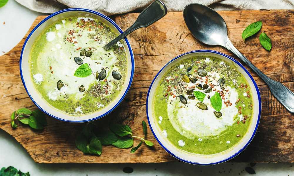 Broccolisoppa – krämigt god med parmesan.