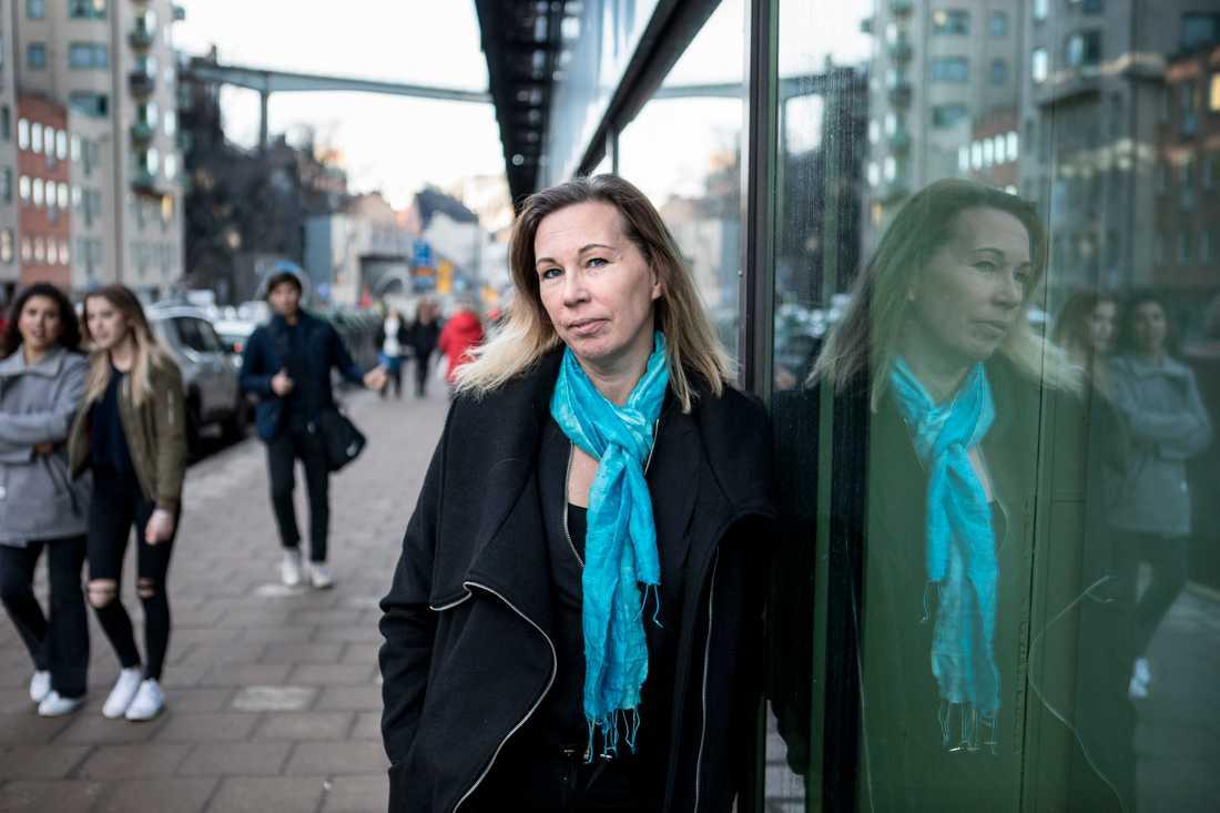 """""""I stället för att stötta oss så skällde de på oss"""", säger Jessica Stigsdotter Axberg. Hon är mamma till Victor, 15 år, och Linnéa, 10. Båda har adhd och båda har fått uppfinna strategier för att klara vardagen."""
