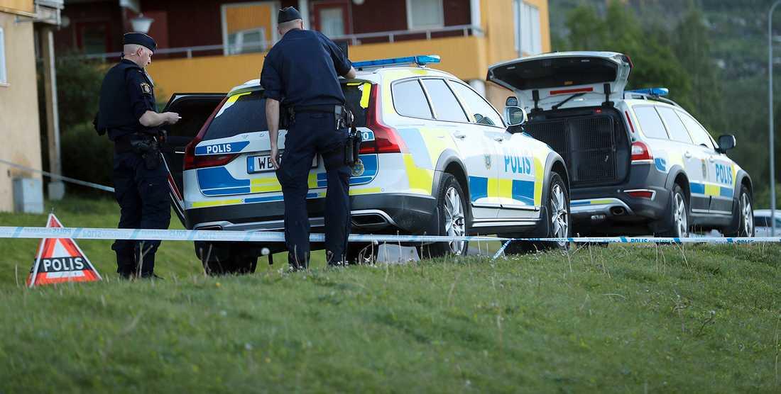 Fyra gärningsmän har gripits efter en skottlossning i Kramfors under lördagskvällen.