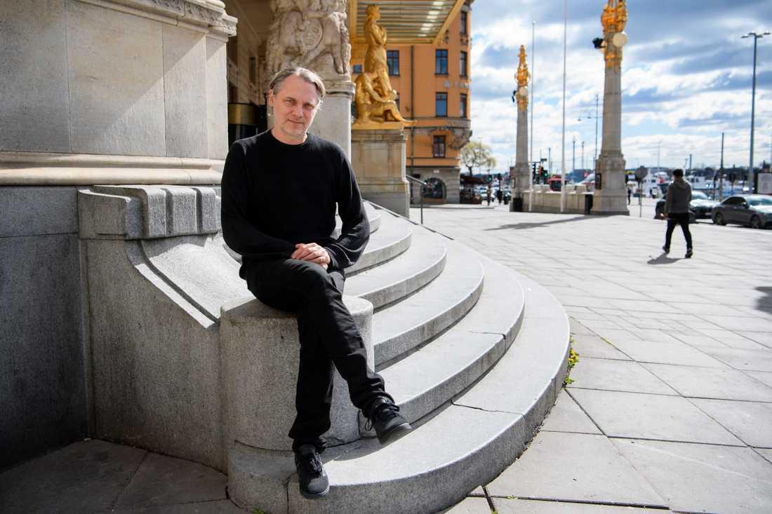 """Mattias Anderssons utvecklingsarbete av Dramaten hann aldrig komma igång före coronakrisen: """"Man måste förankra det arbetet och gå i dialog med människor i huset, och skapa något gemensamt, det är så jag arbetar. Det har stannat av. Men självklart måste jag jobba parallellt med det ändå."""""""