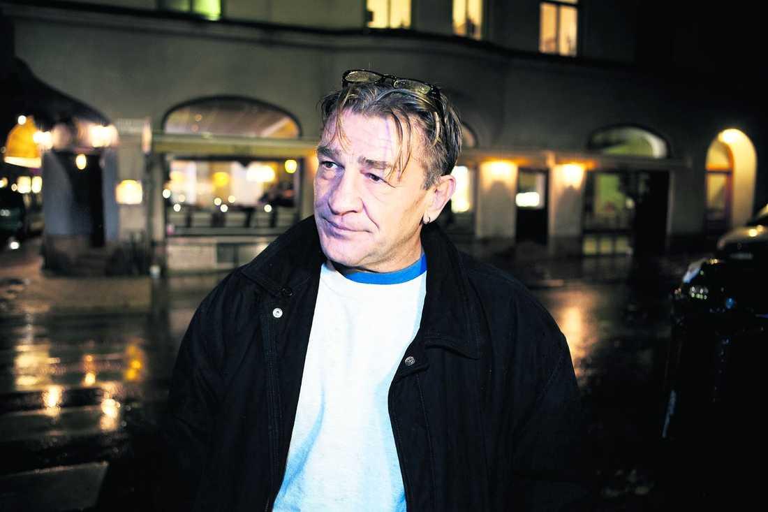 """vill tjäna pengar """"Jag har livebevis. Jag kan bevisa varenda grej"""", säger Mille Markovic som påstår att han har smyginspelat material på kungen."""