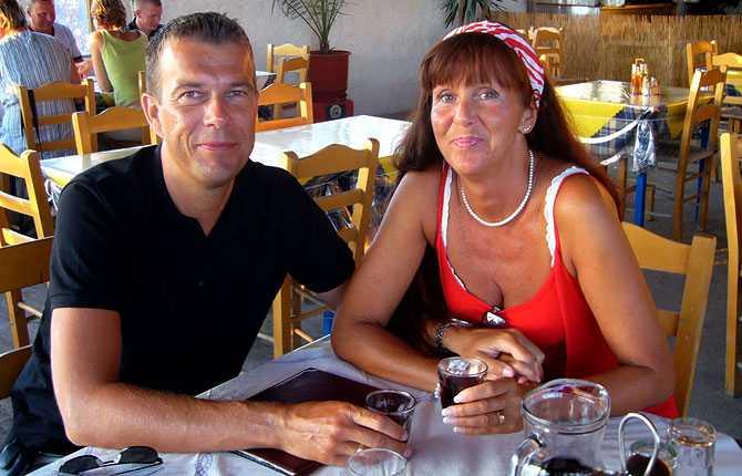 """""""Vi heter Nina (53 år) och Magnus (42 år) och träffades i dansvimlet på Yaki Da i Göteborg (sommaren 1993). Bilden är från Grekland sommaren 2008. """""""