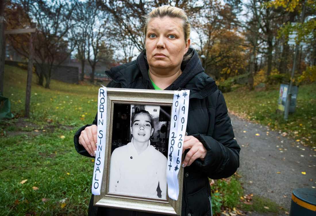 Carolina Sinisalo, mor till ihjälskjutna Robin Sinisalo, är medarrangör till dagens manifestation mot det dödliga våldet. Arkivbild.