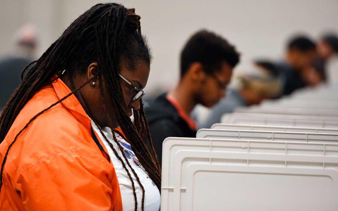 Väljare förtidsröstar i en vallokal i Marietta i delstaten Georgia den 27 oktober.