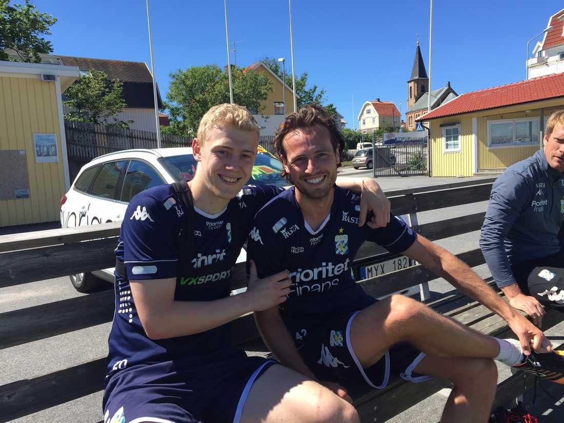 Henrik Björdal (tv) och Mix Diskerud i Smögen. Ingen oro över framtiden här även om låneavtalen med IFK Göteborg snart går ut.
