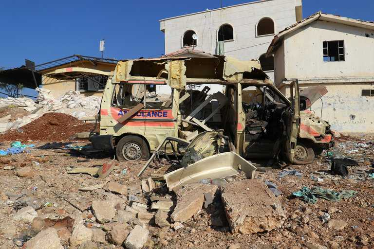 En förstörd ambulans i Aleppo. Foto: Ammar Abdullah/Reuters