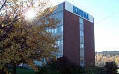 Företaget Kubal i Sundsvall har skurit ner avtackningen av trotjänarna på grund av finanskrisen. Från middag och guldklocka till mazarin och en kopp kaffe.
