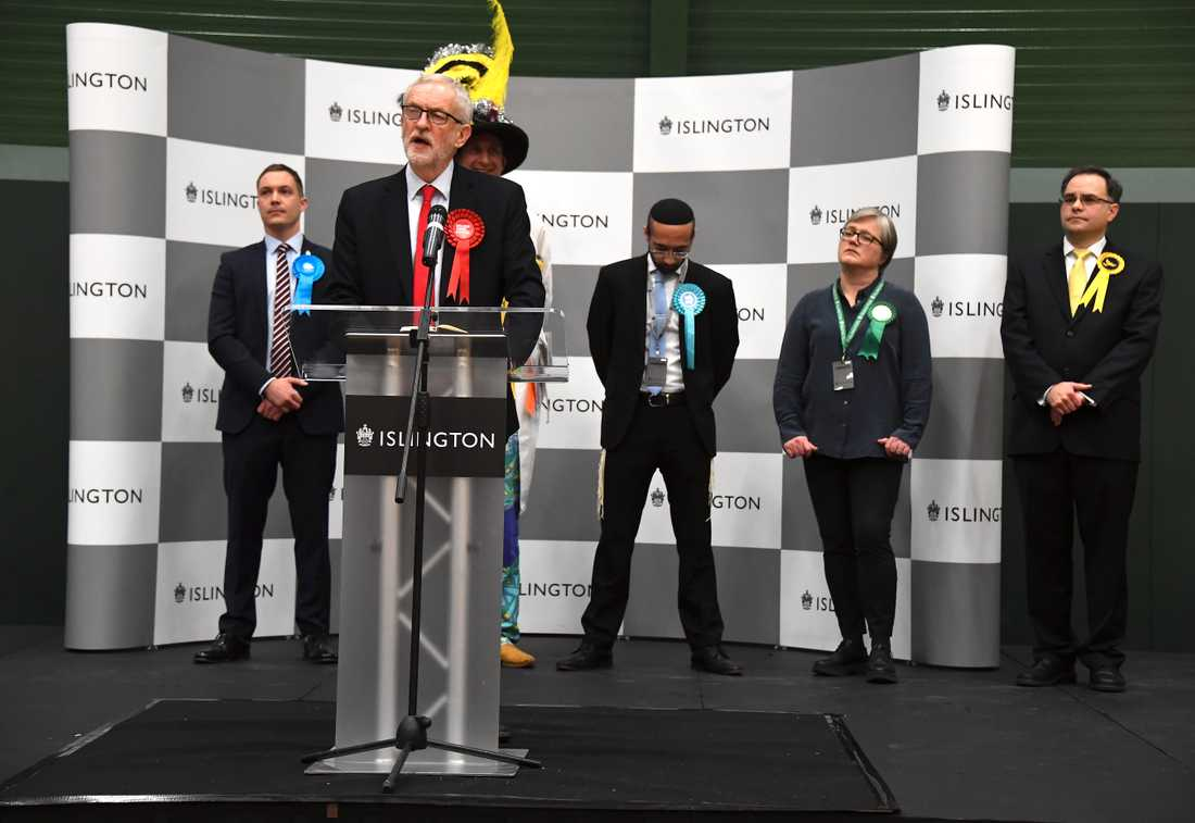 Labourledaren Jeremy Corbyn håller sitt tal i sin valkrets i Islington i norra London.
