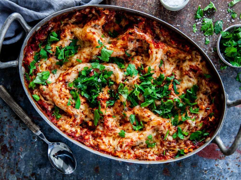 En krämig och rykande varm lasagne är populärt bland både stora och små.