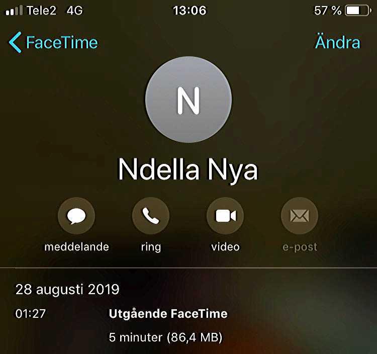 Amina Ceesay har sparat en bild från den sista konversationen med bästa vännen Ndella Jack. Ett samtal som avbröts av automatelden genom fönstret.