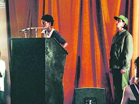 """Tania Brugueras performance """"Freedom of speach"""" får publiken att jubla."""
