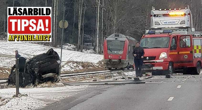 En bil blev påkörd av ett tåg i Kolsebro.