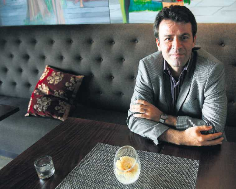 """""""EN SYMBOL FÖR FÖRTRYCKTA KVINNOR"""" Mohammad Mostafaei gömmer sig nu på ett hotell i Oslo. Men kampen för Sakineh är inte över för att han tvingats fly från Iran. """"Mitt mål är att stening ska avskaffas och kvinnor har rätt att leva"""", säger han."""