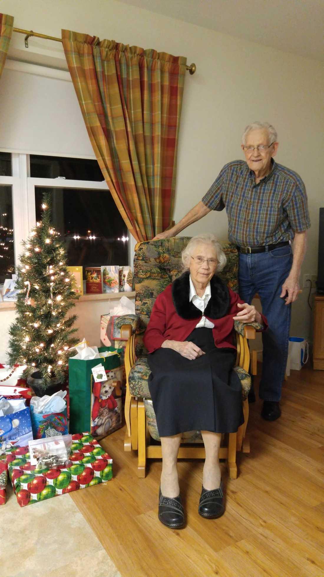 Nu har de separerats från deras gemensamma boende, bara några dagar innan jul.