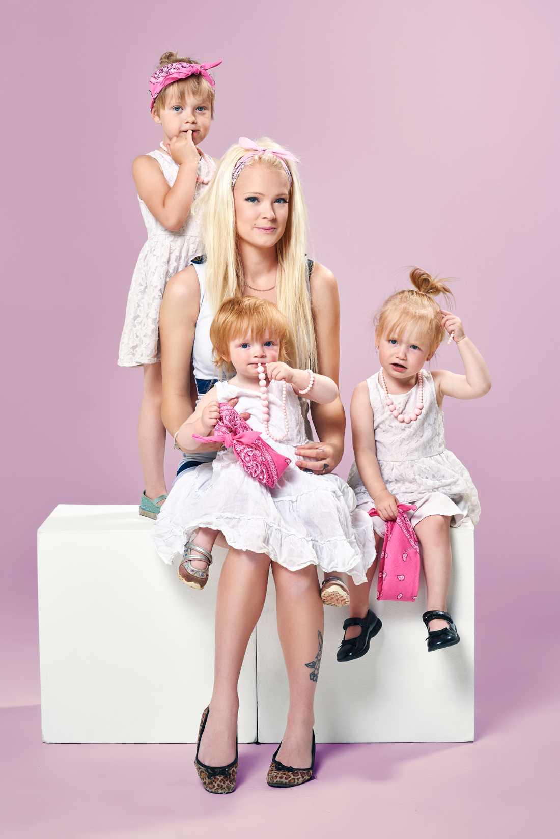 Natalie med sina tre äldsta barn.