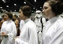 """Tre prinsessor Leia Fansen Kristin Sirota, Kathy Skirmont and Lauren Slattery har klätt upp sig för att fira 30-åriga """"Stjärnornas krig""""."""