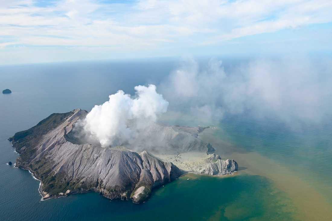 Vulkanutbrott på White Island från ovan, Nya Zeeland.