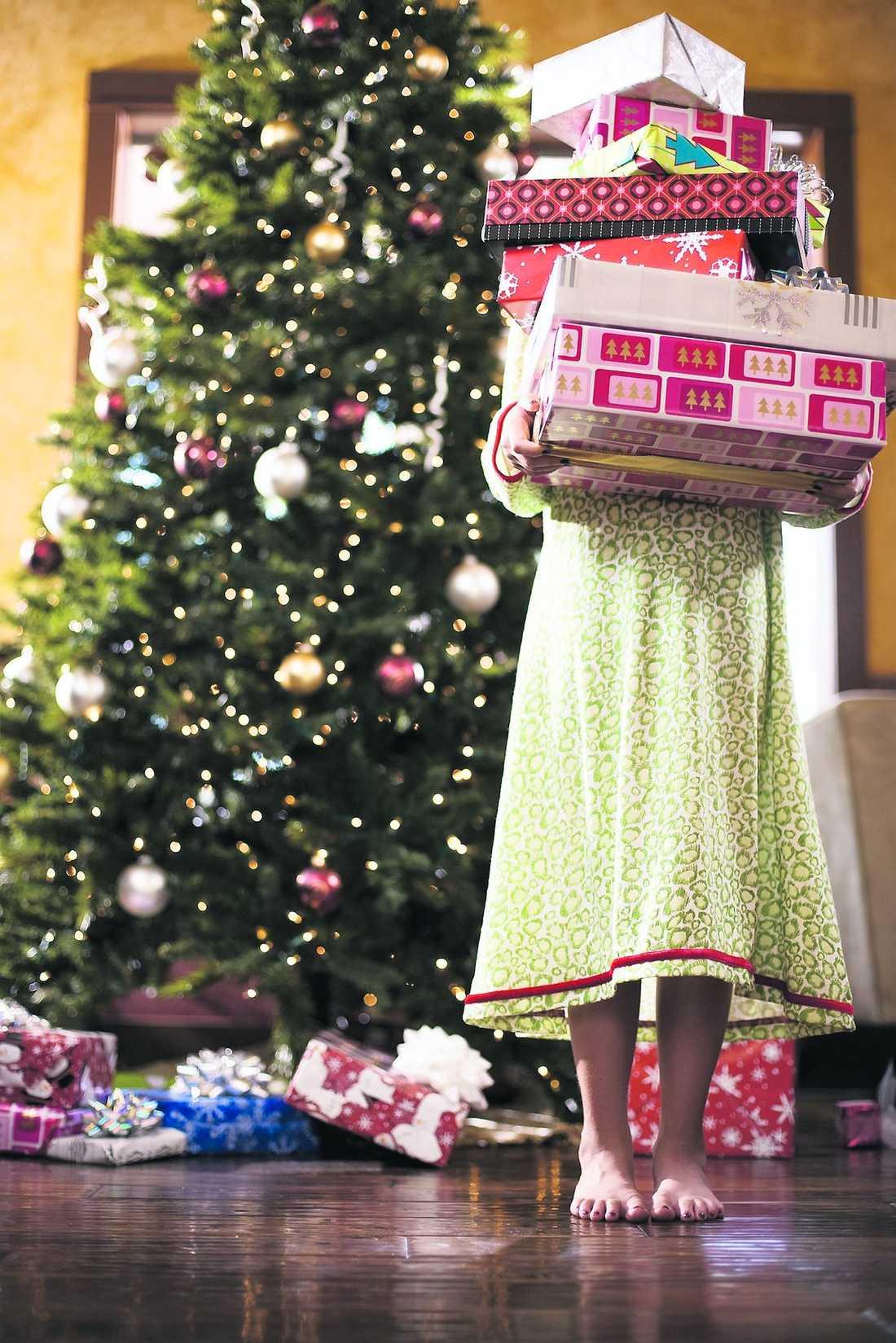 Singelliv under granen En engelsk advokat fick en idé. Nu säljer hon skilsmässor i julklappsform