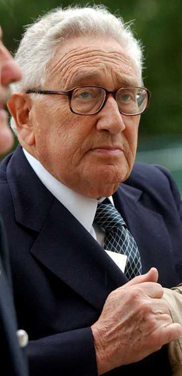 Henry Kissinger vid Ronald Reagans begravning i fjol.