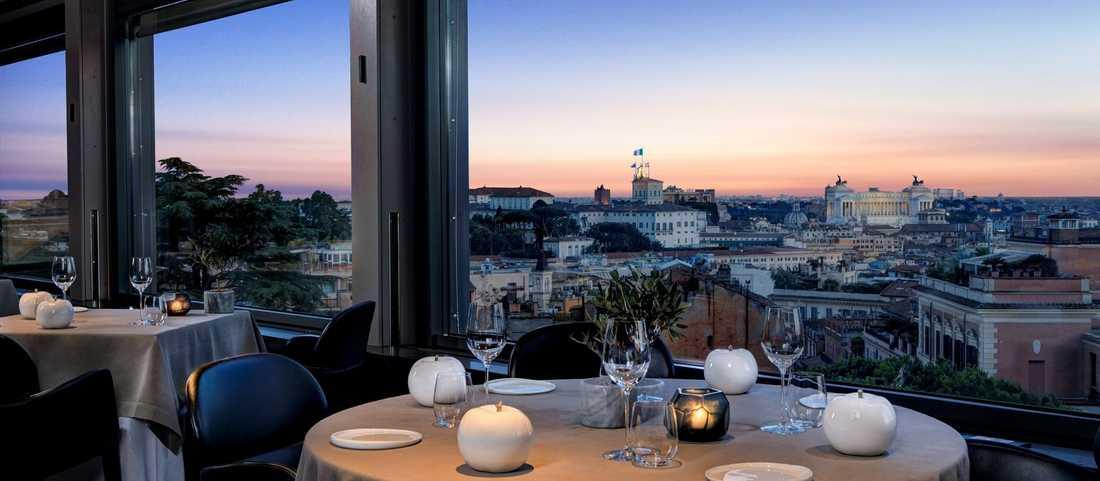 Första kvällen åt de två svenska facktopparna middag på lyxrestaurang för sammanlagt 5 500 kronor.
