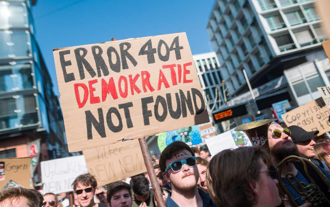 Demonstranter i tyska Stuttgart oroas för internets framtid om EU:s nya upphovsrättsregler går igenom. Arkivfoto.