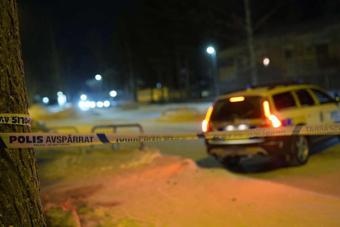 Polisen söker med patruller i området men är förtegna med om någon gripits för dådet.