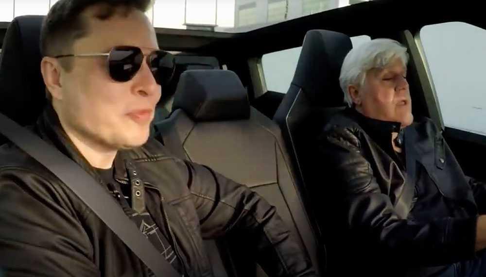 Elon Musk satt bredvid när Jay leno testade Tesla Cybertruck.