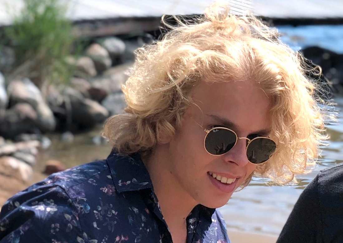 Mathias Bennborn avled 17 år gammal av meningokockinfektion förra sommaren. Han drabbades av hjärnhinneinflammation och blodförgiftning på grund av de livsfarliga bakterierna. Det tog mindre än 24 timmar från de första symtomen till Mathias hade gått bort.
