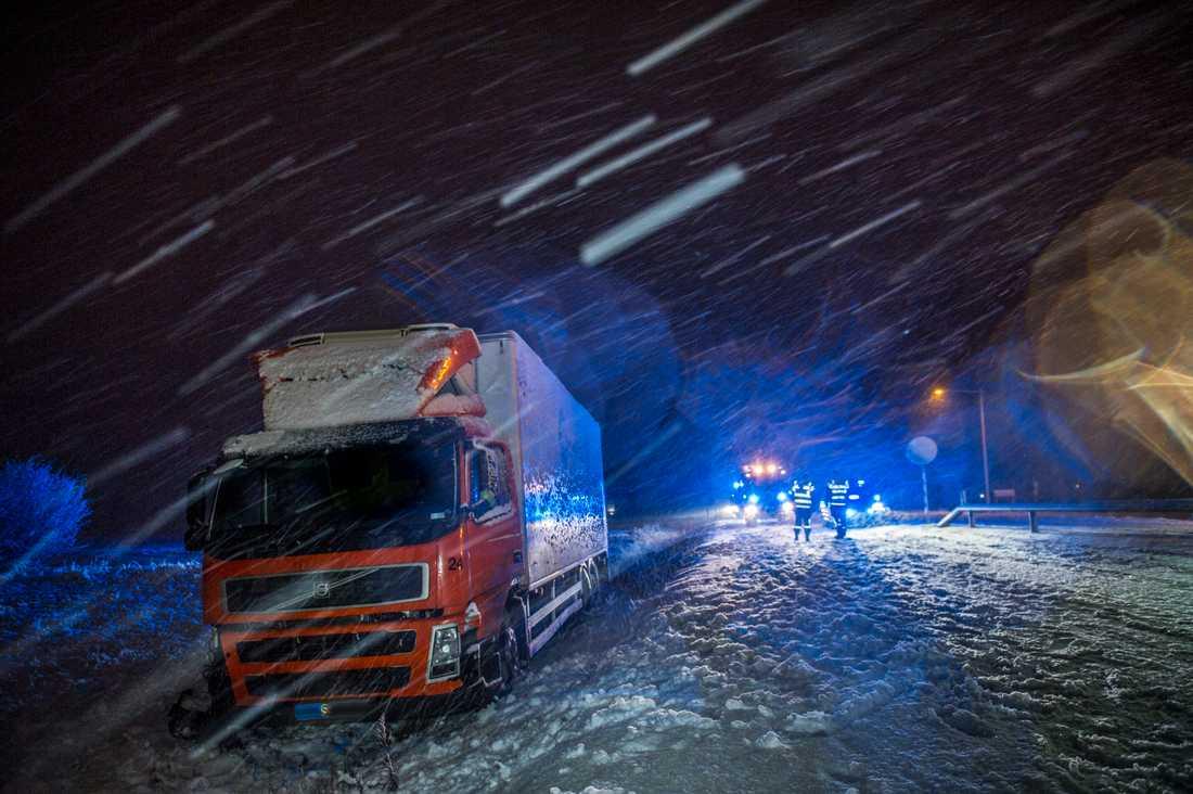 Två lastbilar inblandade i olycka vid Bältarbo, riksväg 70.