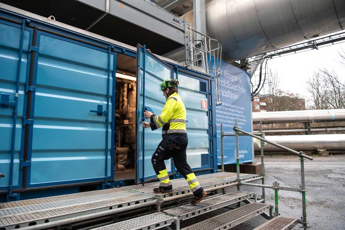 Testanläggningen för koldioxidskiljning ryms i en container på företagets anläggning Värtahamnen i Stockholm.